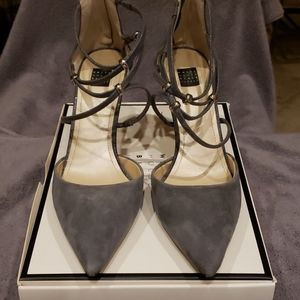 Gorgeous WHBM sz 9 suede heels
